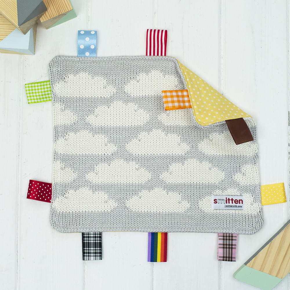 Clouds knitted baby comforter