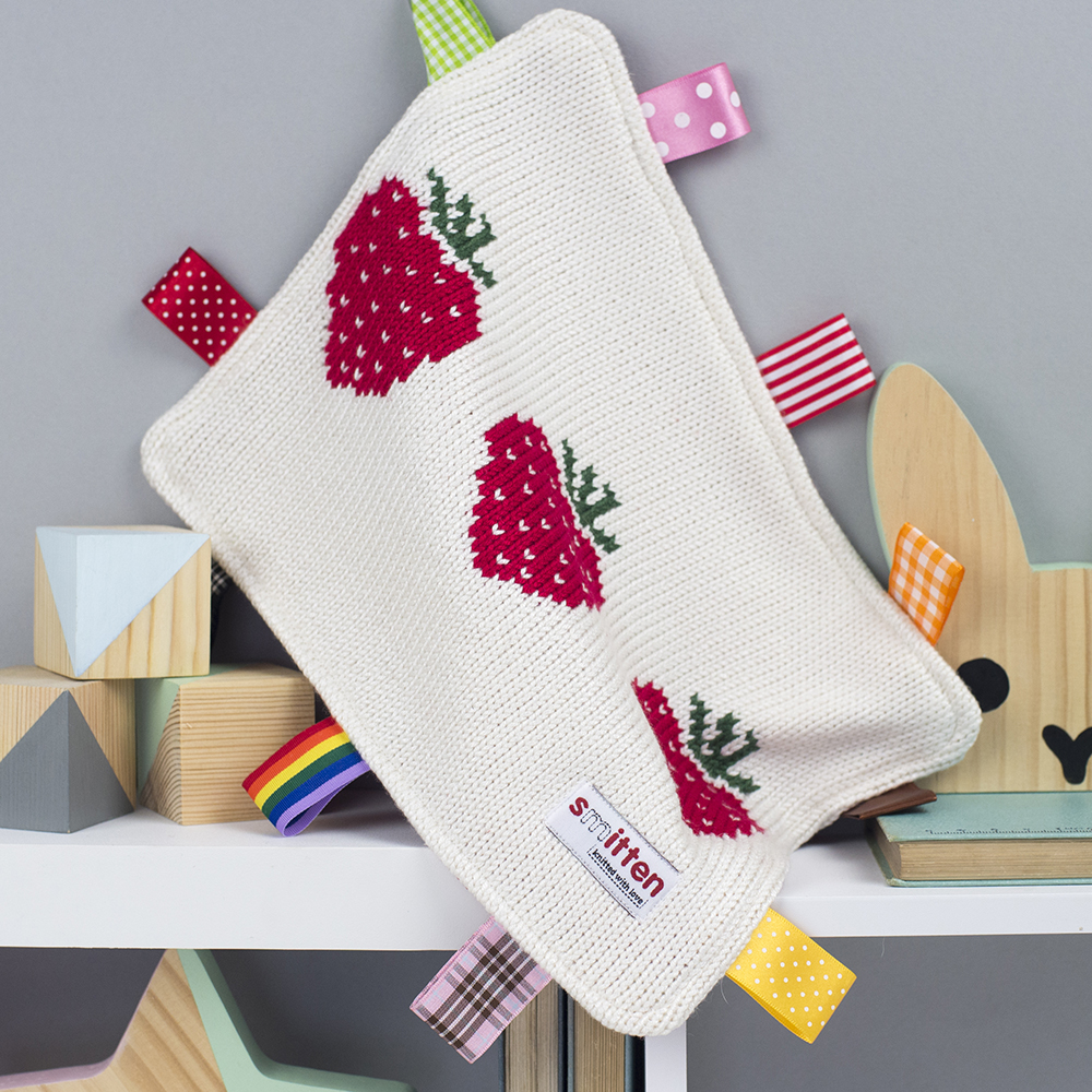 Strawberries knitted baby comforter